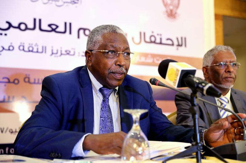 أحمد سعد عمر يؤكد دعمه لمجلس الاعتماد السوداني حتي يحصل علي الاعتراف الدولي