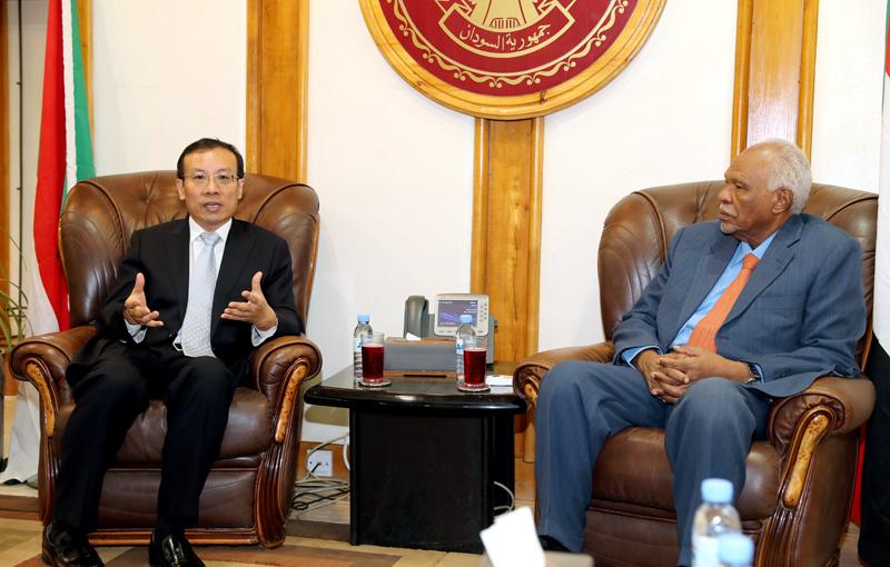 الجاز يبحث مع السفير الصيني سبل تطوير العلاقات السودانية الصينية في مجال الأدوية