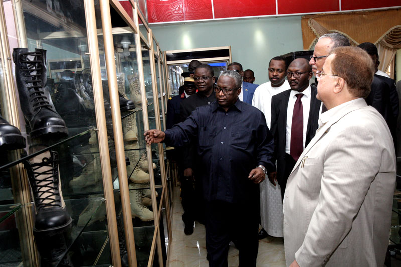 Chadian PM Visits Number of Factories, Expresses Desire to Transfer Sudan's Experiences